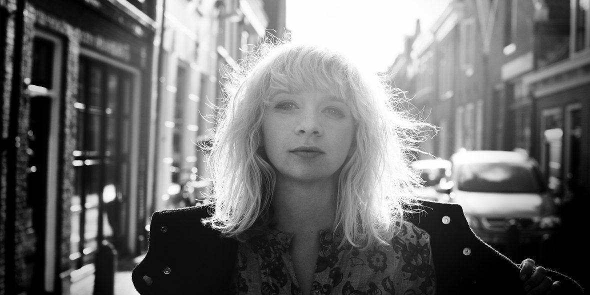 Jacqueline Govaert: Live met band of klein akoestisch!