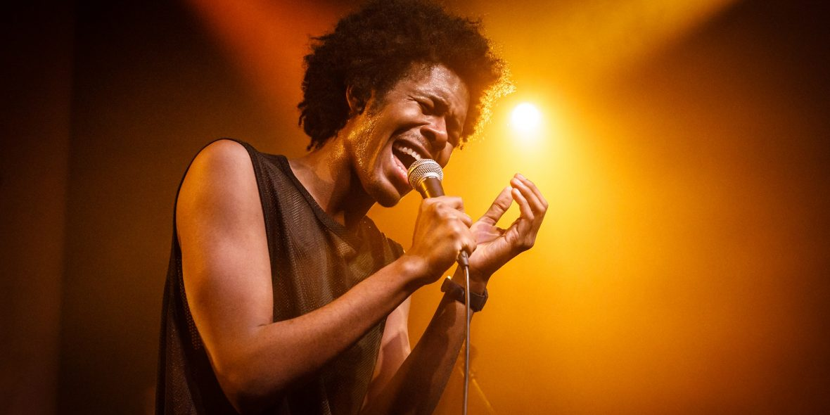 Jeangu Macrooy: Solo of met live band te boeken!